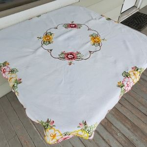 """Embroidered Tablecloth Vintage 40"""" x 40"""" Florals"""